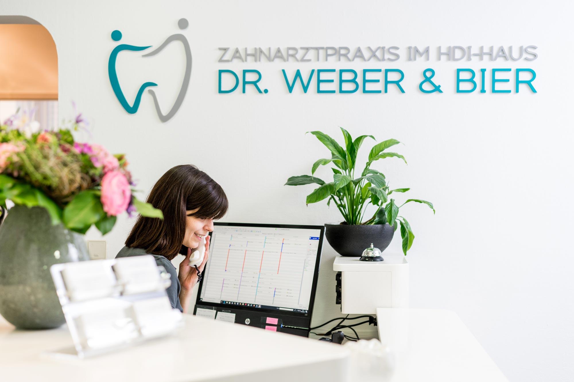 Die Rezeption - Zahnarztpraxis Dr. Weber & Bier in Mainz-Münchfeld im HDI-Gebäude